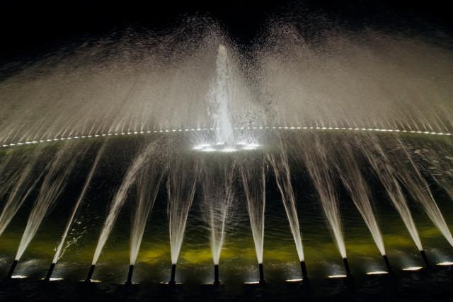 Am späten Abend wurden die Springbrunnen beleuchtet, damit niemand reinfällt ins kalte Nass.