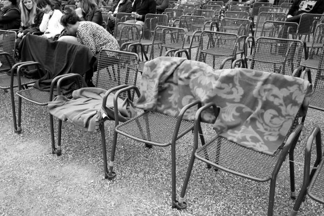 In der ersten Reihe hatten eifrige Senioren ihre Plätze reserviert.