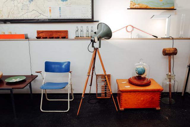 Cominghome: Kissen, Hocker, Lampen mit Schirm und Charme.